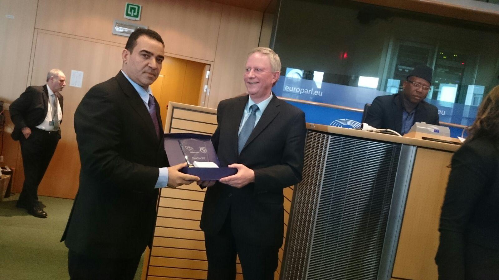 Dr. Bert de Ruiter (EEA Muslim Ministries) received a prize